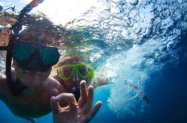 Couple snorkelling. Australian Travel Insurance – for cover close to home.