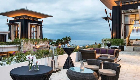 On your next trip to Bali, you must check out the brilliant beach clubs! They present a multi-dimensional venue for you to hang out for entire days and into the evening.